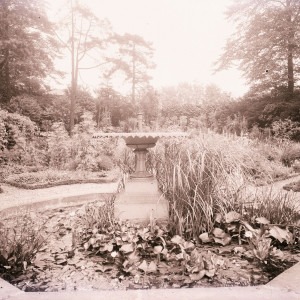 The fountain in the formal gardens (c. 1913)